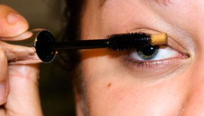 Apply mascara wand to your eyelashes
