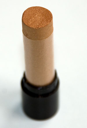 """Exquisite,"" a gold metallic eyeshadow pigment"