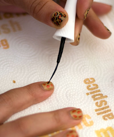 Tutorial: Cheetah/Leopard Print Nails blackcircles1