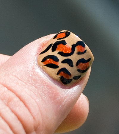 Tutorial: Cheetah/Leopard Print Nails thumb