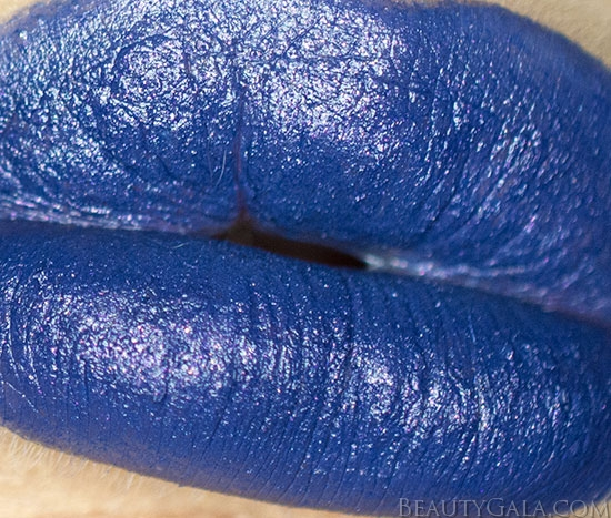 "Kat Von D Studded Kiss Lipstick in ""Poe"" Swatches, Review"