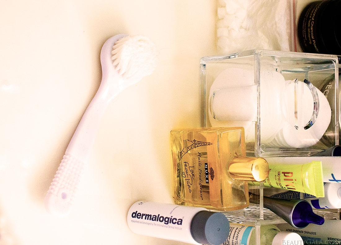 facial brush, facial scrub brush, exfoliation