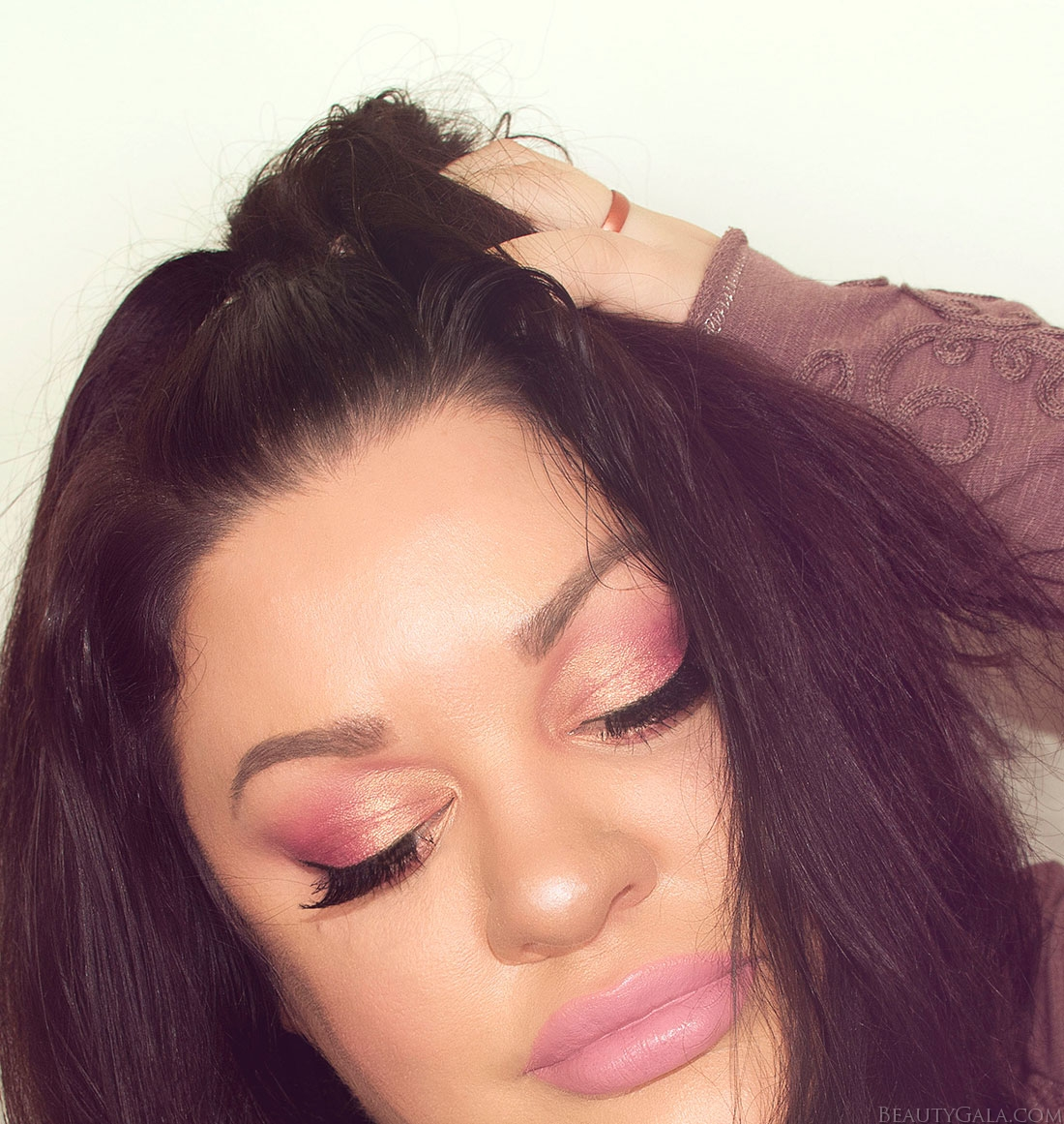 huda beauty rose gold palette, huda beauty rose gold, rose gold eyeshadow, rose gold makeup, nars longwear natural radiant foundation, benefit bad gal bang, benefit bad gal bang mascara,