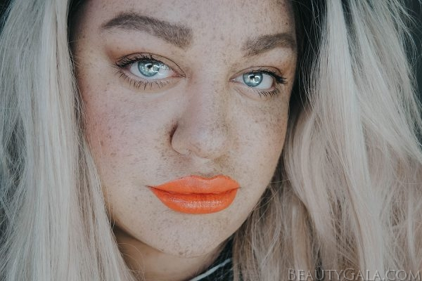 Get Faux Freckles Using L'Oreal Paris Root Cover Up!