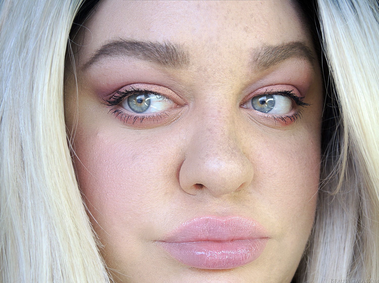 maybelline blushed avenue, blushed avenue palette, maybelline the city mini palette, faux freckles, dior lip glow, benefit brows